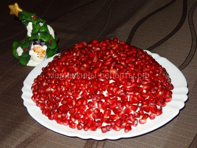 Салат красная шапочка с гранатом и куриной грудкой