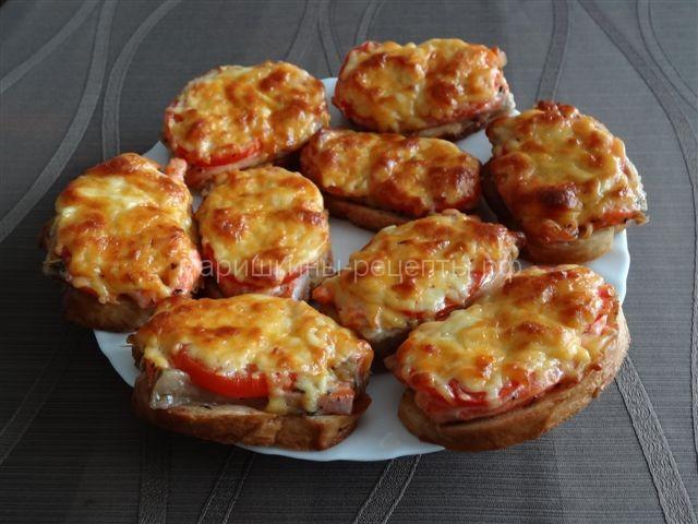 Горячие бутерброды с сыром и семгой