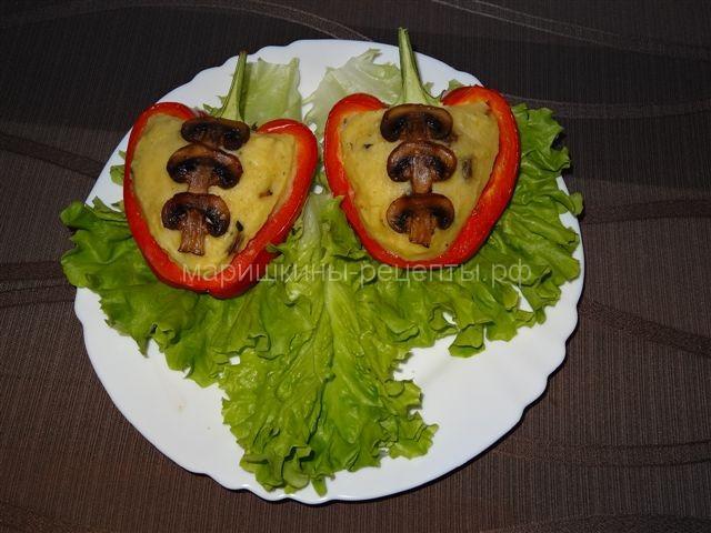 Красный болгарский перец с картофельной начинкой