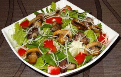Салат витаминный из капусты с грибами