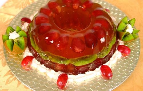 Бисквитный желейный торт с фруктами и кремом