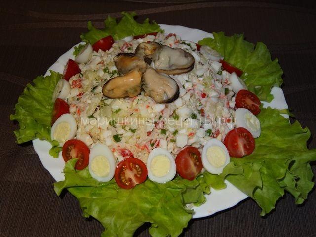 Салат с мидиями маринованными и снежным крабом