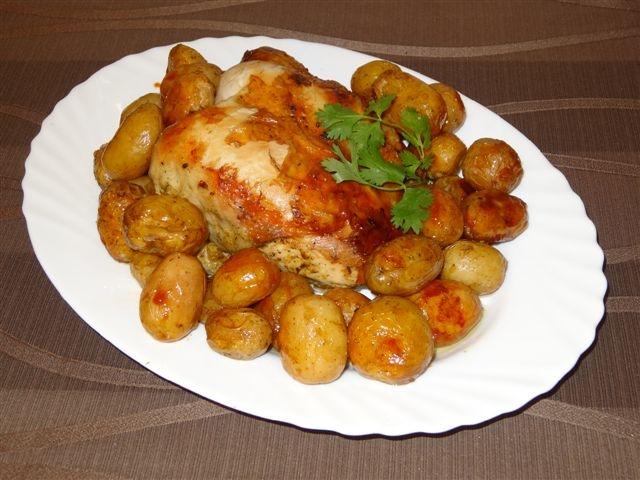 Курица запеченная с молодой картошкой в духовке рецепт