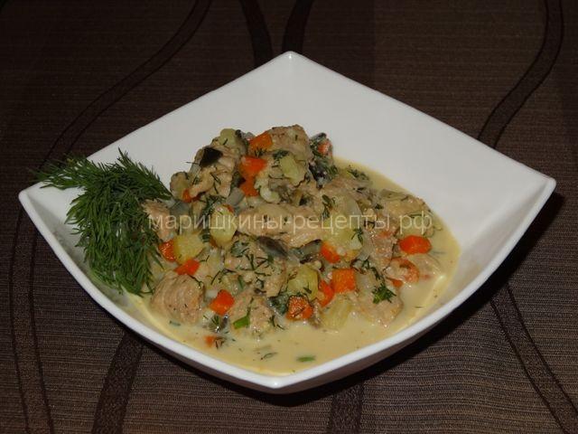 Свинина тушеная с овощами в сливочном соусе