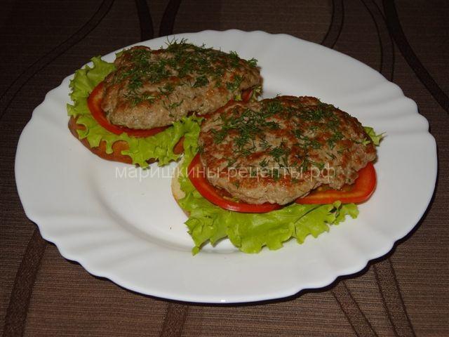 Сытные бутерброды с фаршем и листьями салата