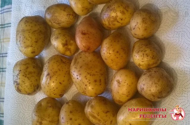 Молодой картофель как следует вымоем под проточной водой