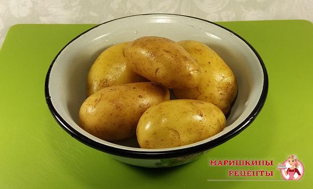 Сполоснем картофель под прохладной водой