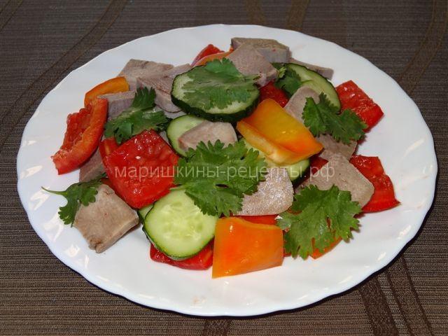 Вкусный салат со свиным языком и овощами