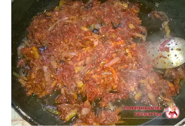 Приготовим зажарку из репчатого лука и моркови