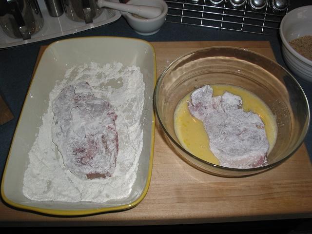 Вкусная свинина на сковороде в сухарях