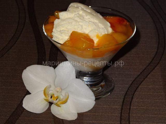 Легкий десерт из персиков и мороженого