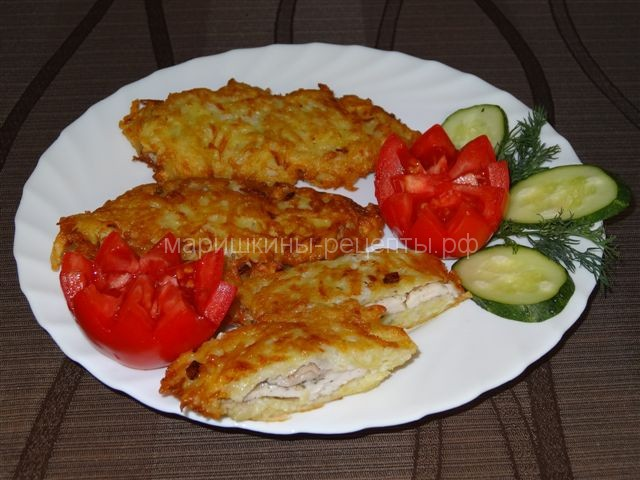 Из филе курицы с картошкой на сковороде