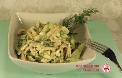Классический, простой салат из кальмаров с огурцом и яйцом в майонезе