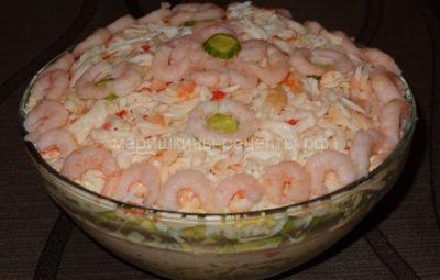 Вкусный крабовый салат с авокадо слоями