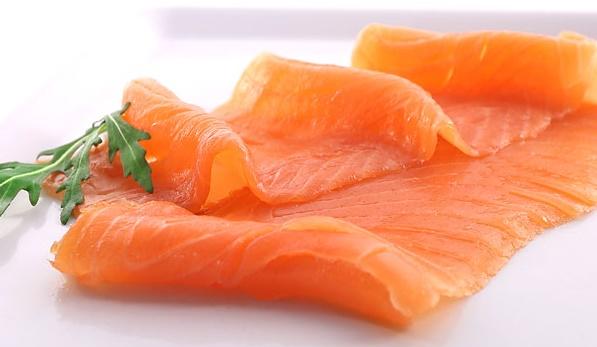 Яйца фаршированные красной рыбой с укропом