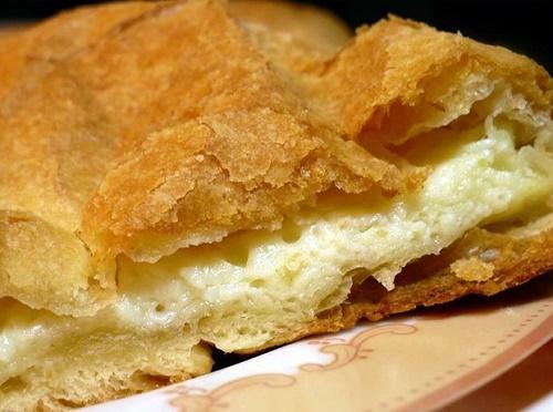 Слоеный пирог с сыром холостяцкий