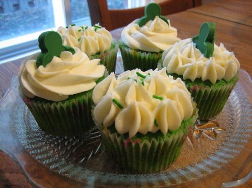 Оригинальное домашнее пирожное зеленого цвета