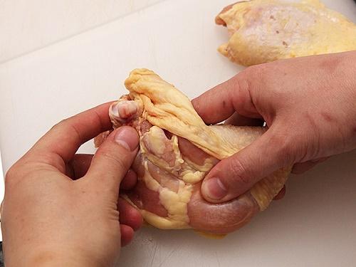 Мясной рулет из свинины и курицы с чесноком домашний