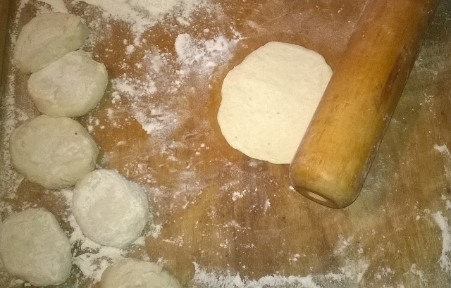 Домашние беляши с мясом на сковороде