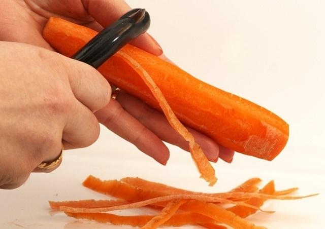 Горячий салат из молодой моркови с пряностями
