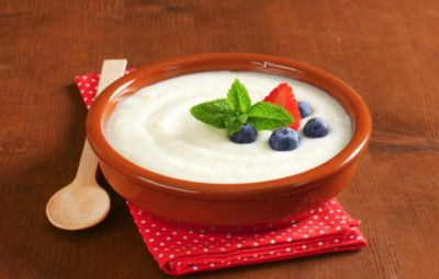 Вкусная манная каша с молоком на завтрак