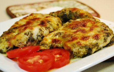 Куриная грудка в духовке с сыром под соусом Песто
