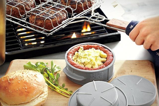 Домашний гамбургер из говяжьего фарша с луком