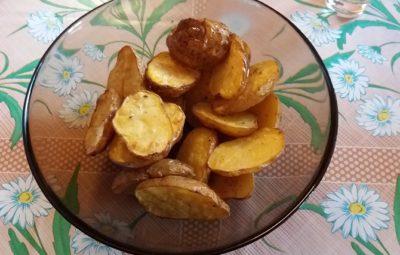 Картофель запеченный в духовке в фольге с кожурой