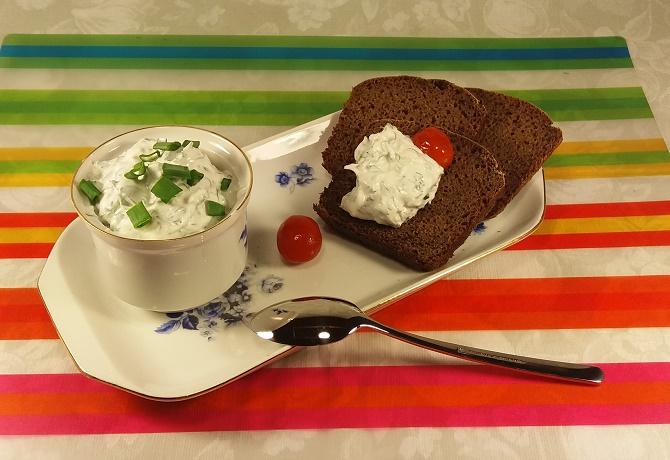 Соус из сметаны с чесноком и зеленью для вторых блюд