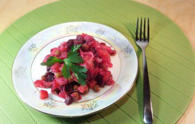 Винегрет с квашеной капустой и зеленым горошком классический