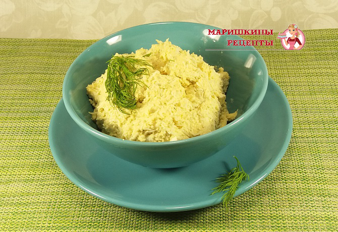 Салат из сыра и яиц с чесноком