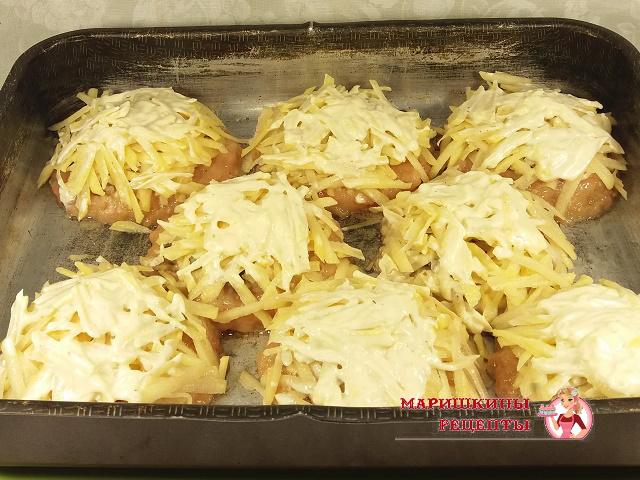 Смазываем картофель майонезом