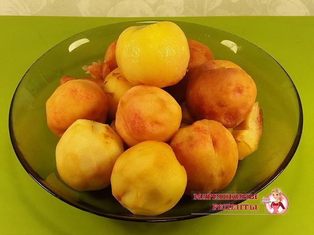 Очистим персики от бархатистой шкурки