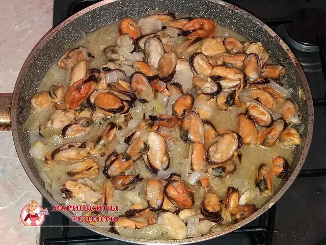 Будем обжаривать морепродукты до полной готовности