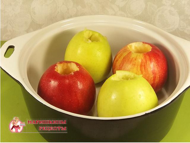 Выложим яблоки в форму для запекания