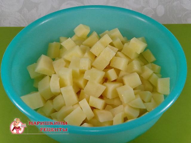 Нарежем картофель кубиками