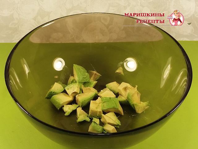 Срежем кубики в глубокую тарелку