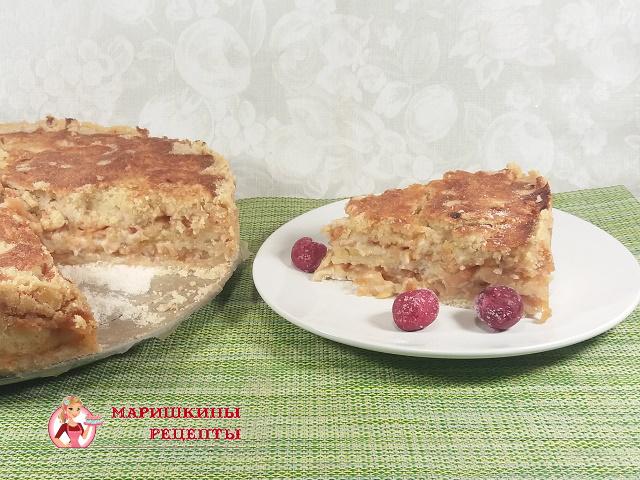 Насыпной яблочный пирог на разрезе