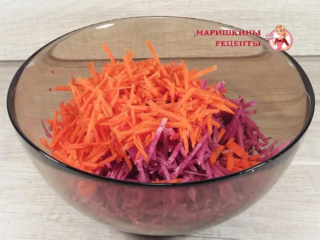 Добавим к редьке натертую морковь
