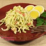 Вкусный салат из зеленой редьки с огурцом и крабовыми палочками